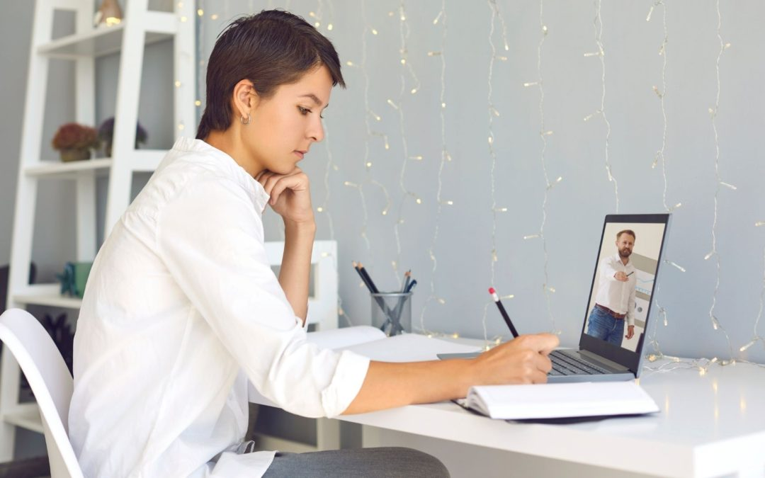 How to Engage Both In-Person and Virtual Attendees at Hybrid Meetings